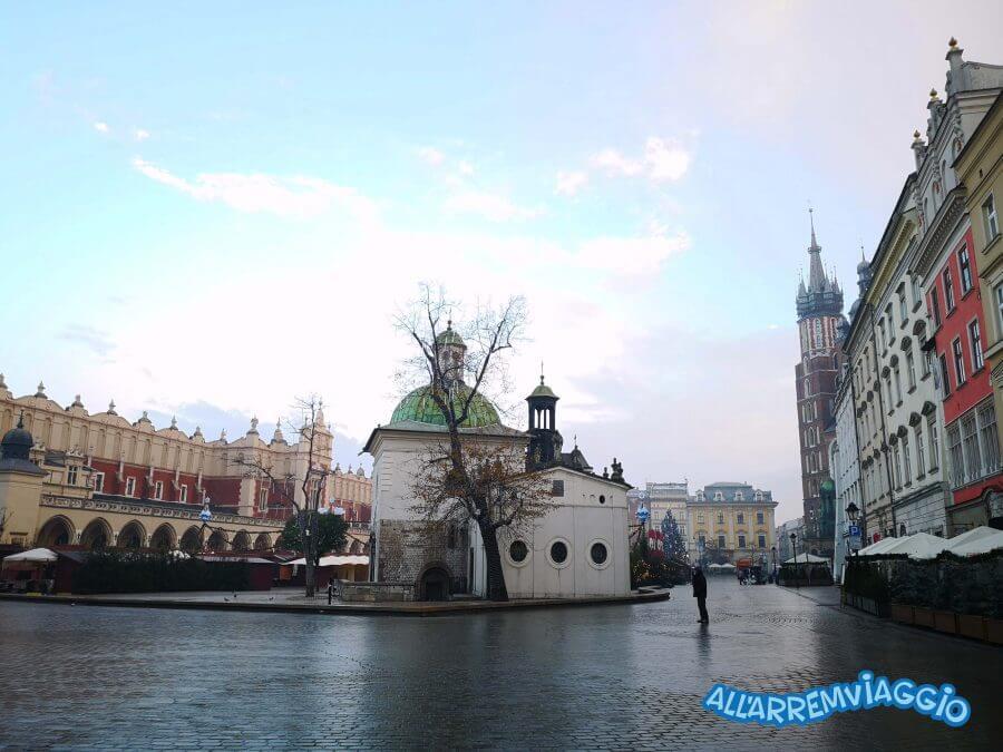 la_piazza_del_mercato_di_cracovia_e_le_sue_leggende