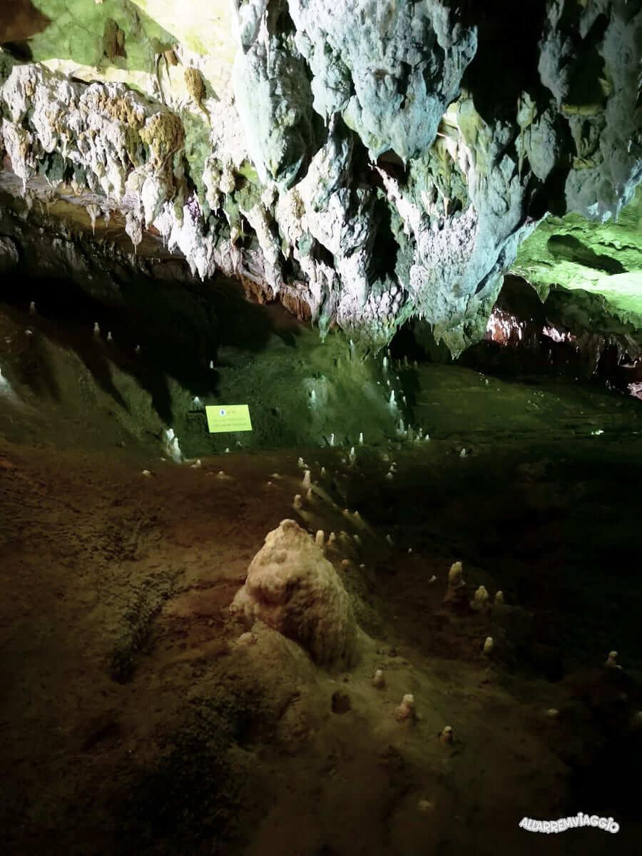 formazioni rocciose grotte castelcivita