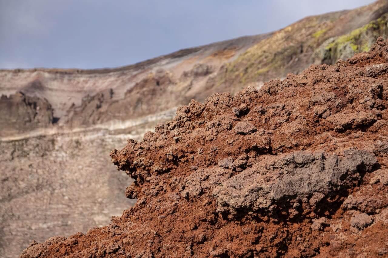 particolare roccia lavica cratere del vesuvio