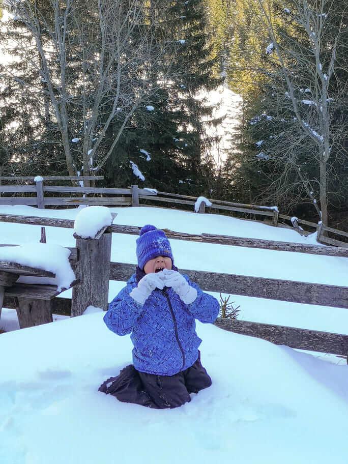 manuele mangia la neve