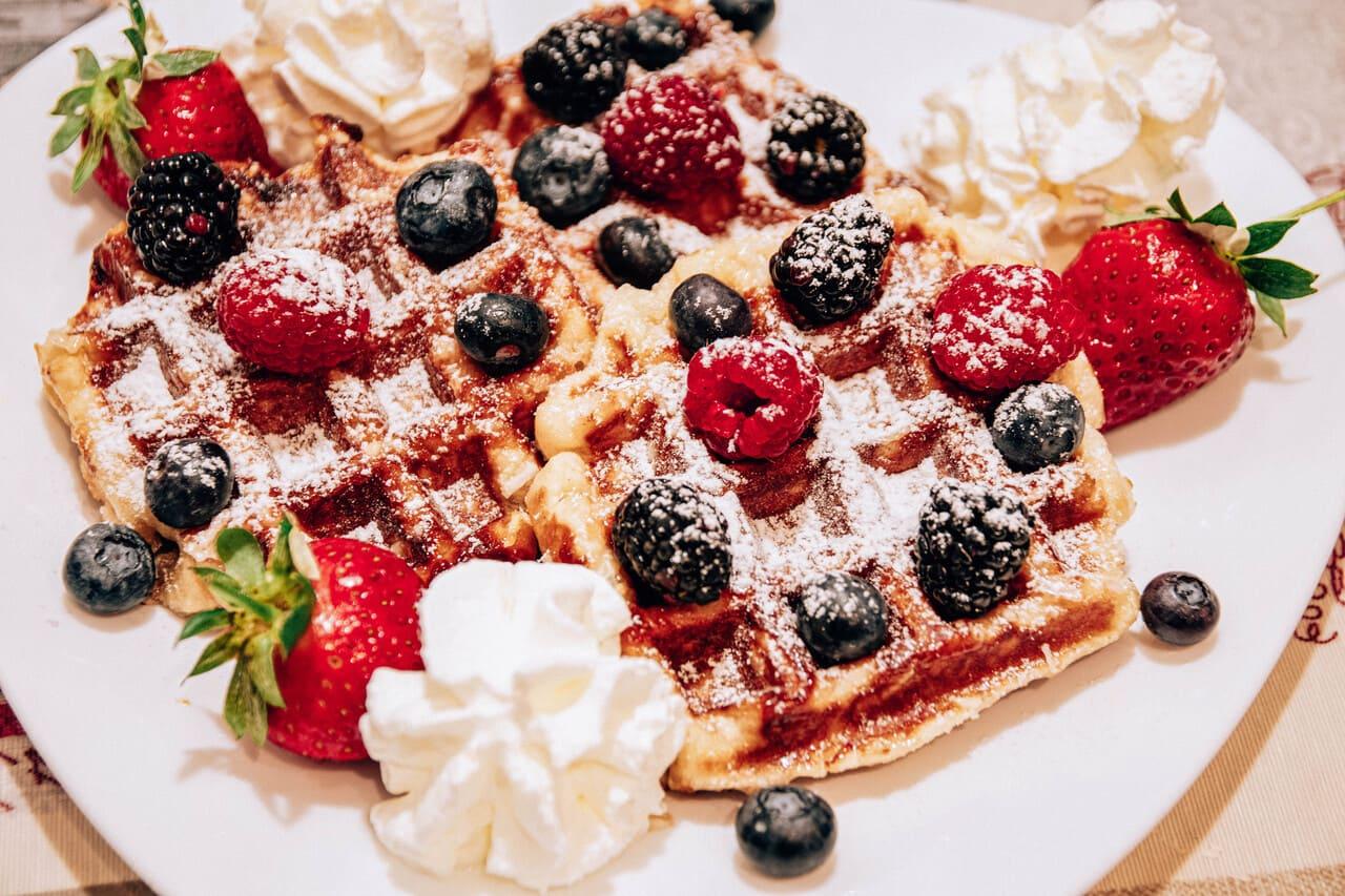 waffles di liegi con frutti di bosco