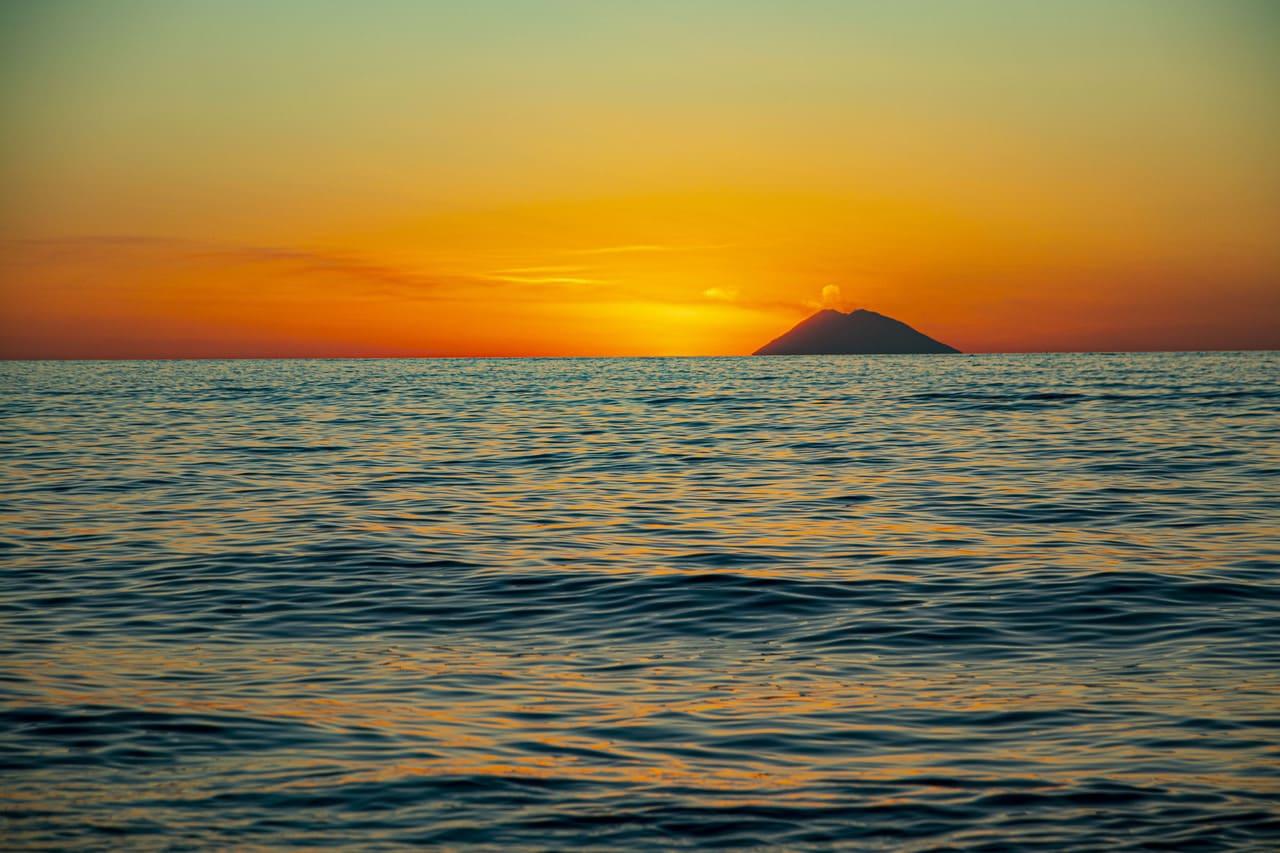 tramonto su stromboli da tropea