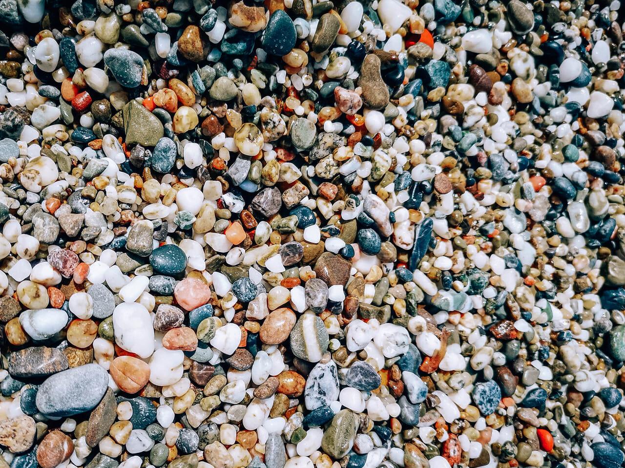 ciottoli spiaggia lido sabbiadoro diamante calabria