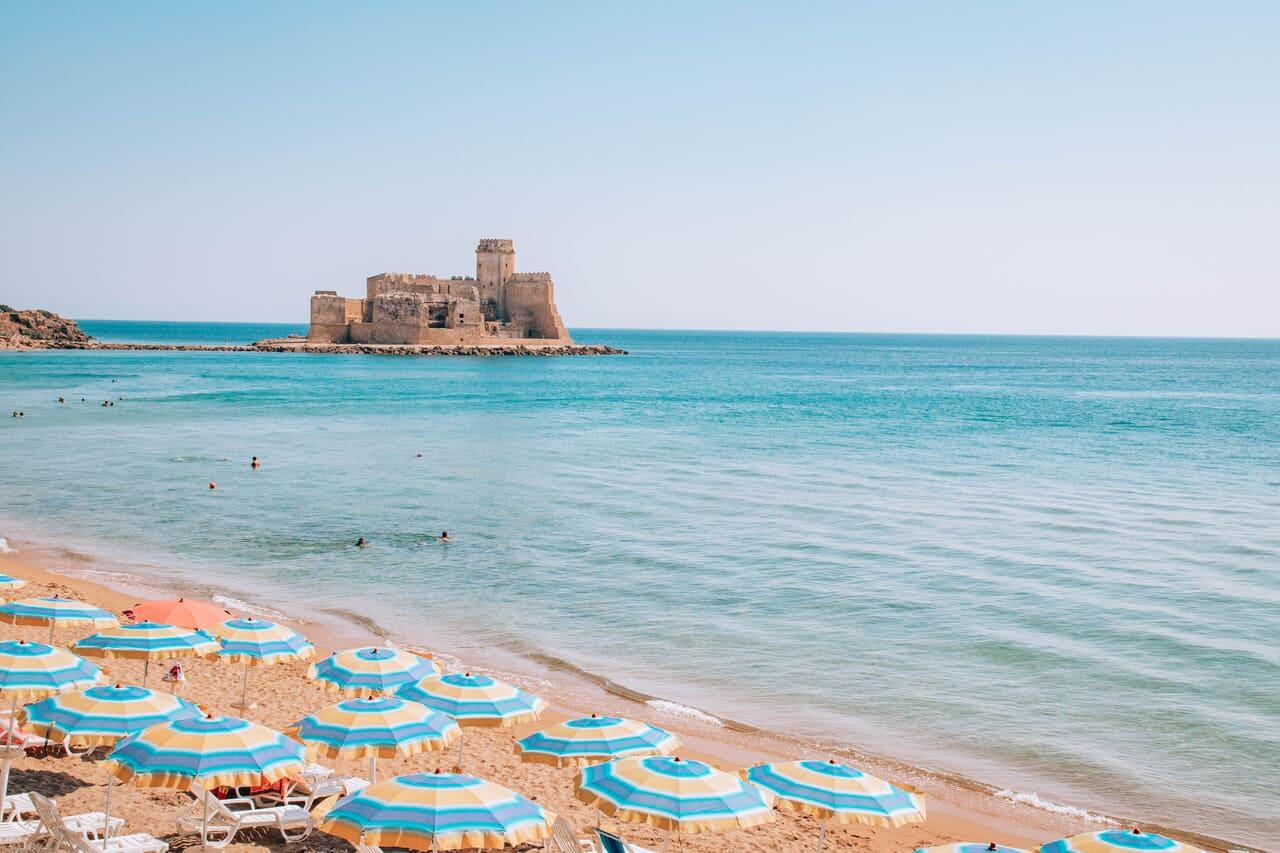 spiaggia le castella isola capo rizzuto calabria