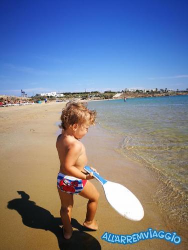 allarremviaggio piratiinviaggio viaggiare bambini spiagge paros cicladi cyclades paroikia naoussa greece santamaria kolymbithres aliki martselo goldenbeach (23)