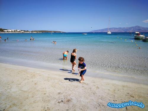 allarremviaggio piratiinviaggio viaggiare bambini spiagge paros cicladi cyclades paroikia naoussa greece santamaria kolymbithres aliki martselo goldenbeach (4)
