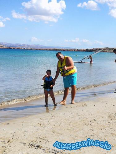 allarremviaggio piratiinviaggio viaggiare bambini spiagge paros cicladi cyclades paroikia naoussa greece santamaria kolymbithres aliki martselo goldenbeach (5)