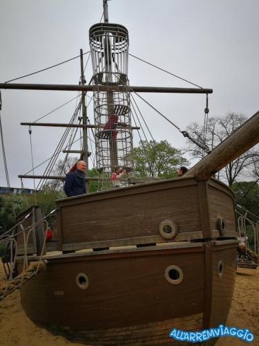 allarremviaggio piratiinviaggio viaggiarebambini organizzare viaggio bambini intrattenimento documenti volo londra inghilterra bigben towerbridge londoneye (44)