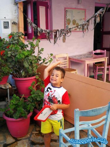 allarremviaggio viaggiare bambini antiparos chora centro manuele 10