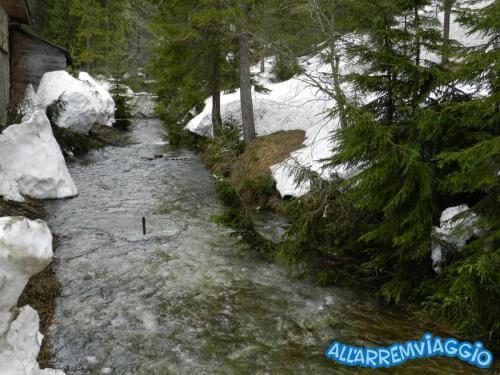 allarremviaggio viaggiare bambini dolomiti tirolo valleaurina valledibraies lagodibraies valledicasies montagna baita  (15)