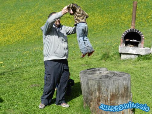 allarremviaggio viaggiare bambini dolomiti tirolo valleaurina valledibraies lagodibraies valledicasies montagna baita  (7)