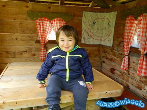 allarremviaggio viaggiare bambini dolomiti tirolo valleaurina valledibraies lagodibraies valledicasies montagna baita  (9)