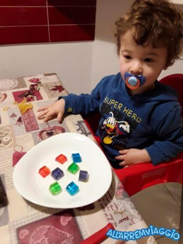 allarremviaggio viaggiare bambini gelatine arcobaleno divertenti fatteincasa dolcicoibambini (6)