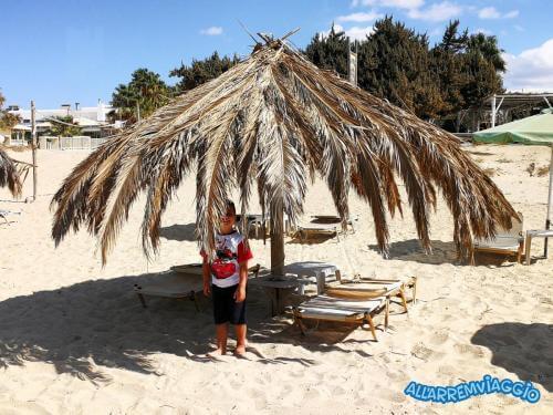 allarremviaggio viaggiare bambini naxos cicladi grecia spiaggiaplakabeach ombrellone manuele